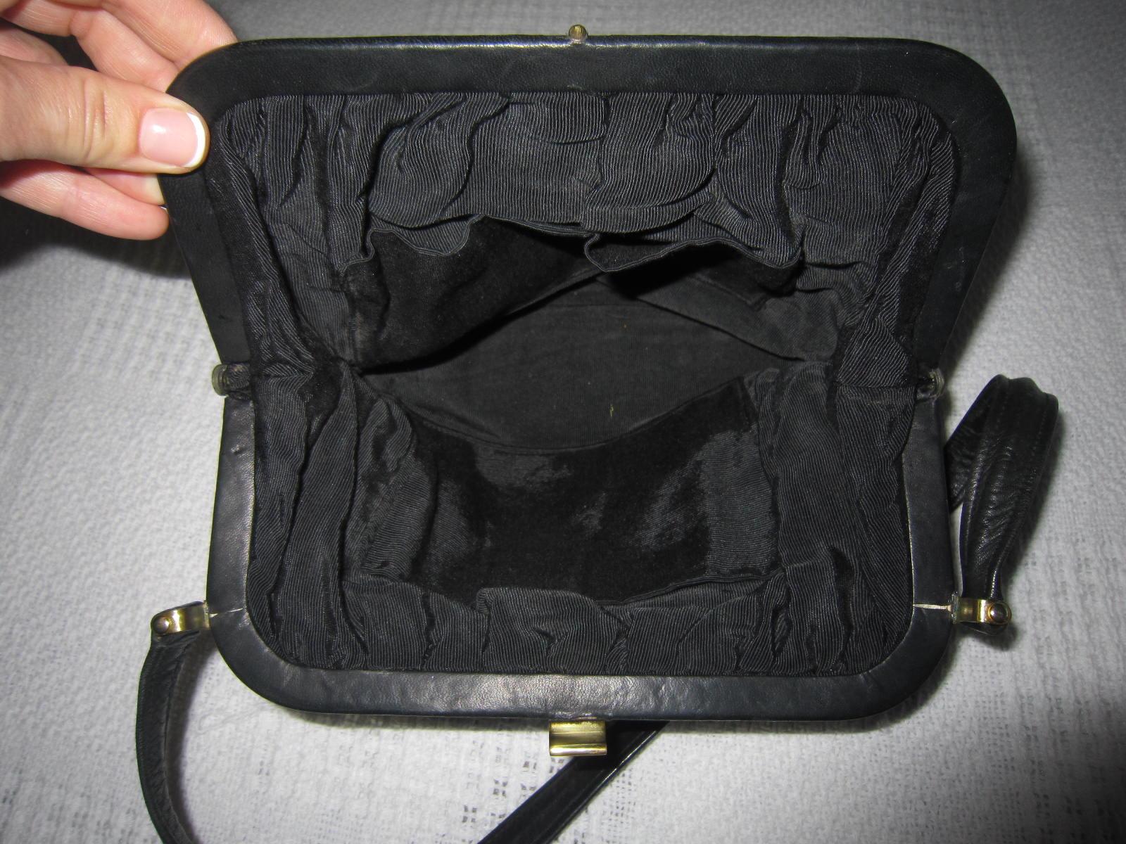 d570be852 Vintage Black Leather Kiss-lock Shoulder Bag - Luxurylana Boutique